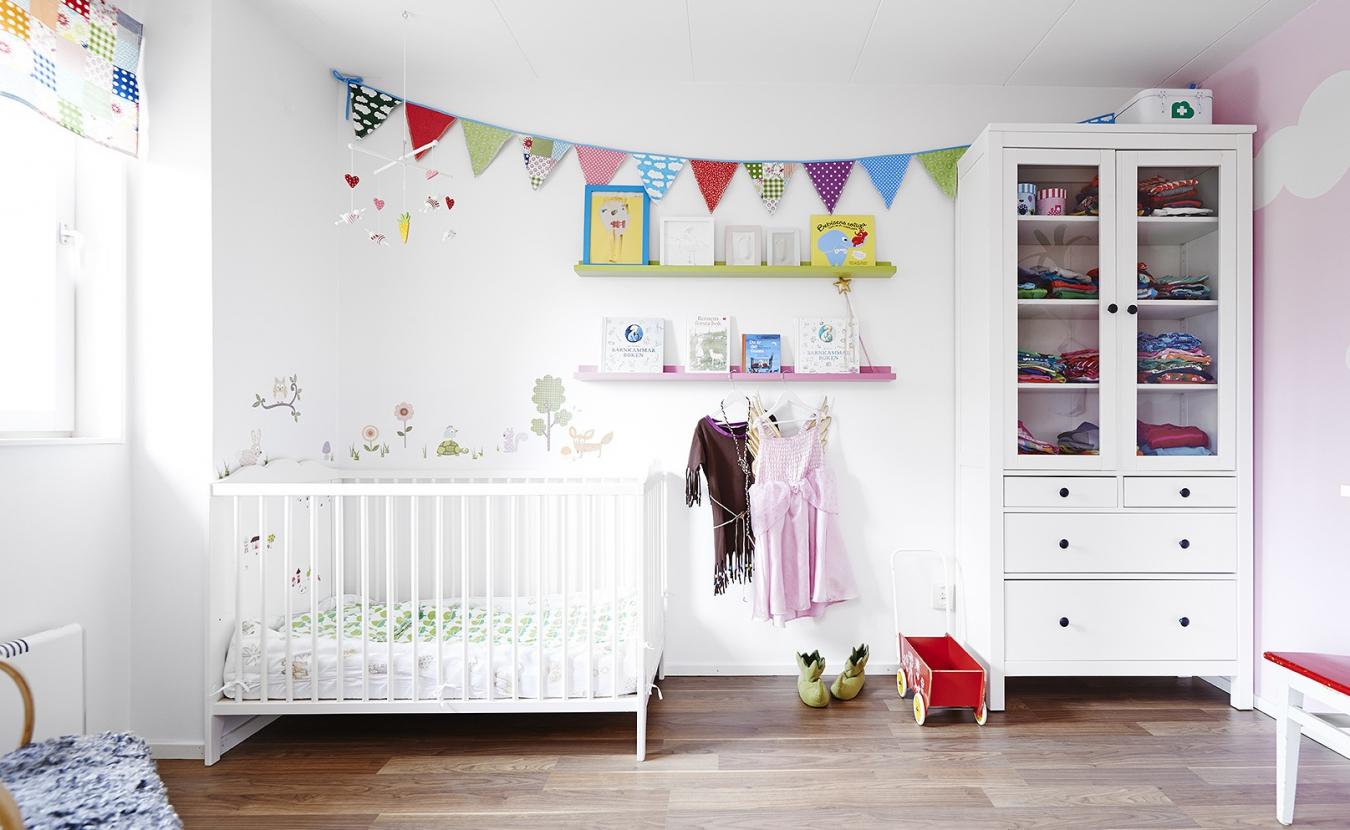 Дизайн детской комнаты в светлых тонах