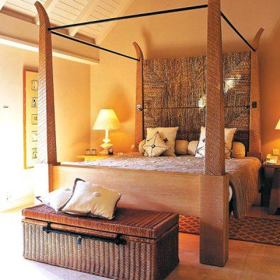 Интерьер спальни в азиатско-индийском стиле