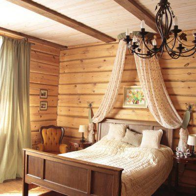 Яркая комната в русском стиле