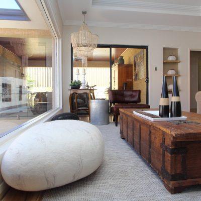 Необычное решение в дизайне интерьера гостиной