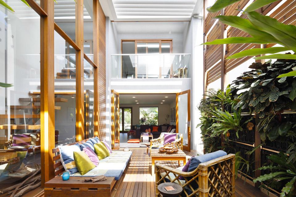 Современная и модная гостиная в экостиле