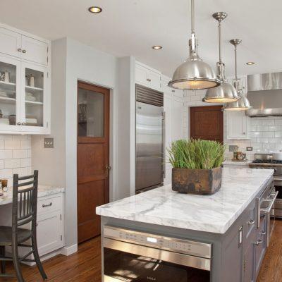 Белая кухня в стиле контемпорари