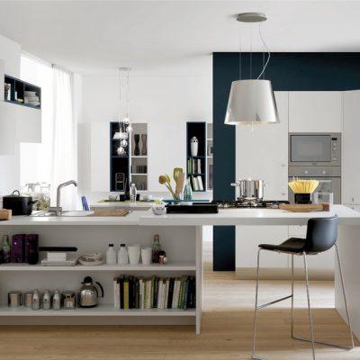 Кухня с функциональной столом