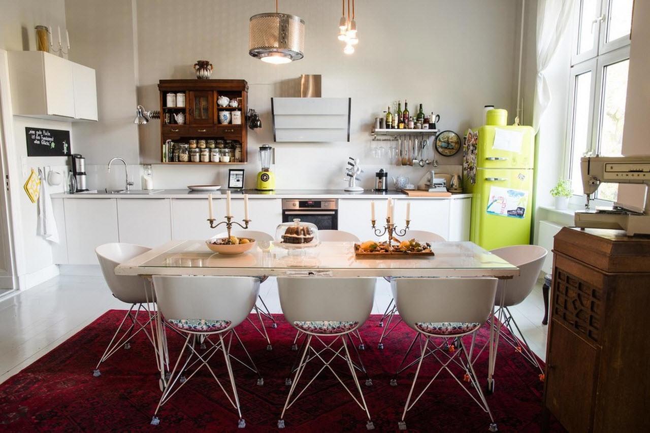 Модерн, поп-арт и страринная мебель на одной кухне
