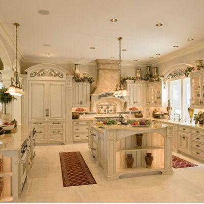 Большая кухня в стиле прованс