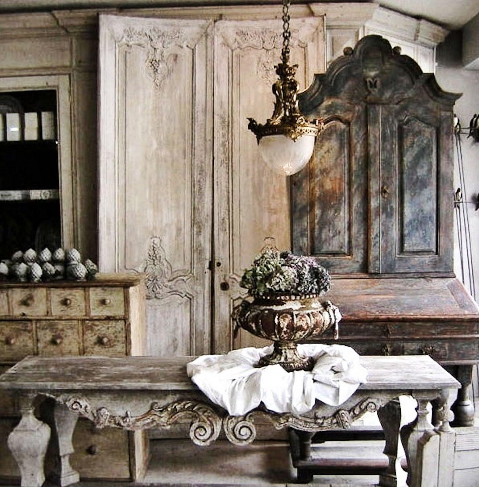 Светильник в старинном французском стиле