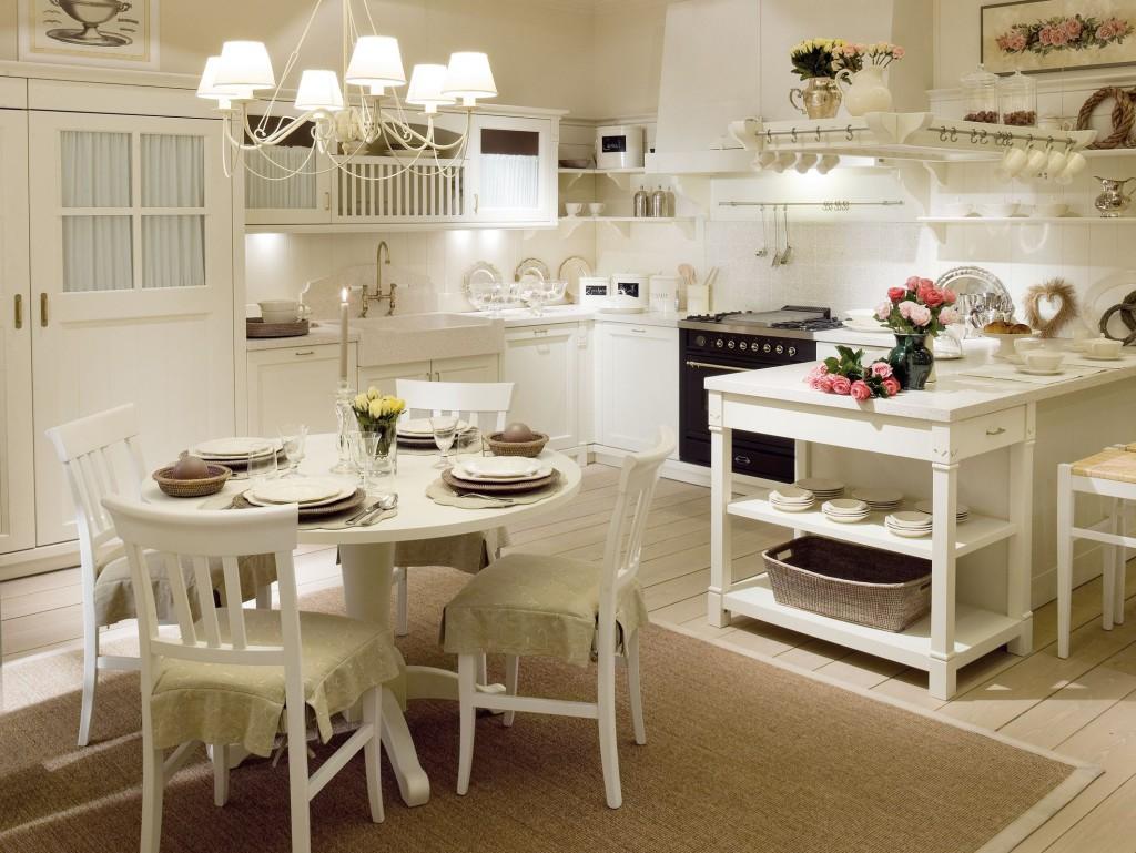 Помимо люстры на большой кухне будет уместно дополнительное освещение над рабочей зоной