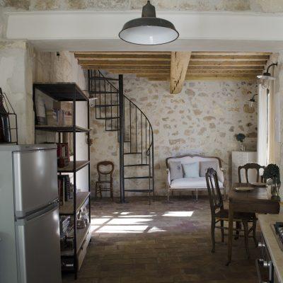 Небольшая люстра на скромную кухню в стиле прованс