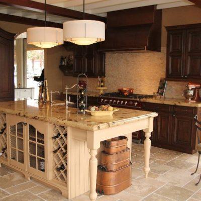 Люстры с большими абажурами на кухню в стиле прованс
