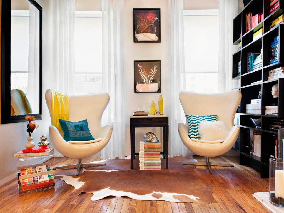 Для современных гостиных прекрасно подойдут кресла оригинальных конструкций
