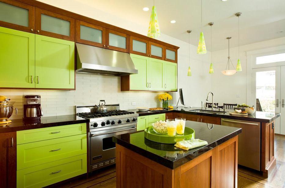 Обилие светло-зеленого цвета позволит сохранить лето в комнате круглый год