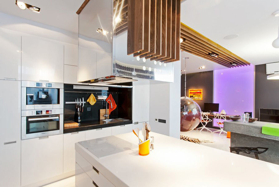 Неоновая подсветка, необычные детали интерьера делают квартиру стильной и незабываемой