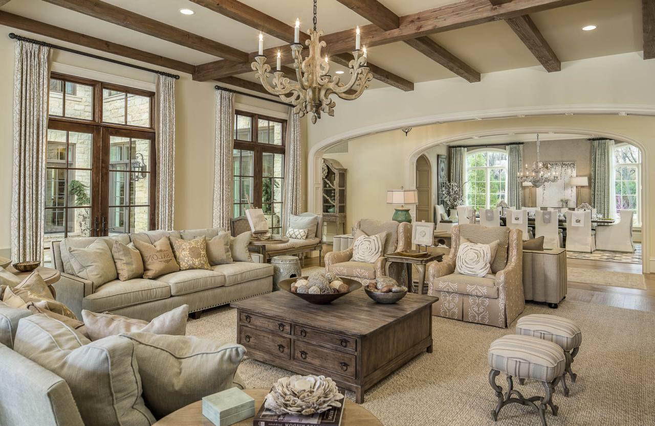 Обилие мягких, уютных диванов - визитная карточка прованского стиля в интерьере