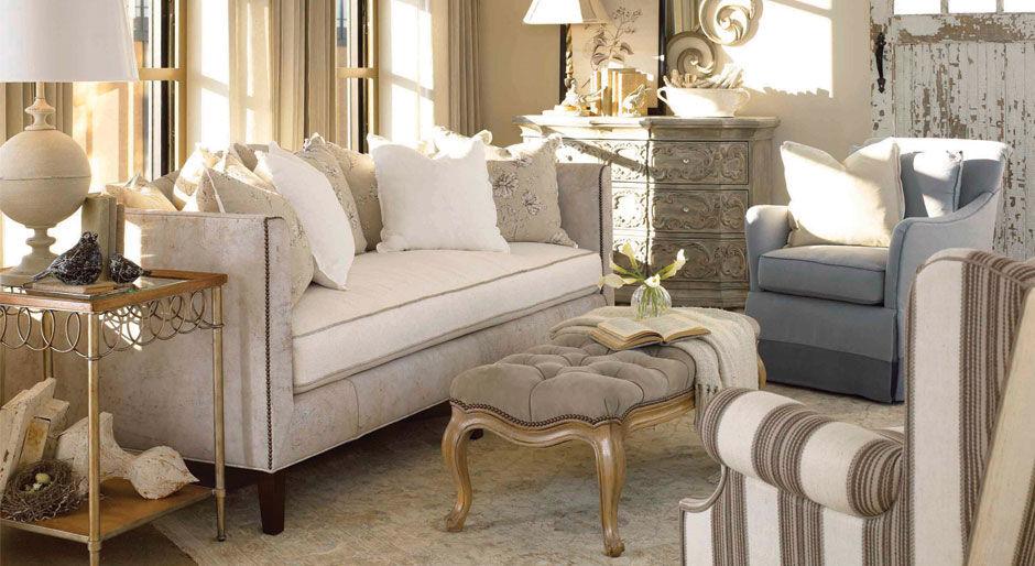 Для комнаты в стиле прованс лучше выбирать мебель с обивкой пастельных тонов
