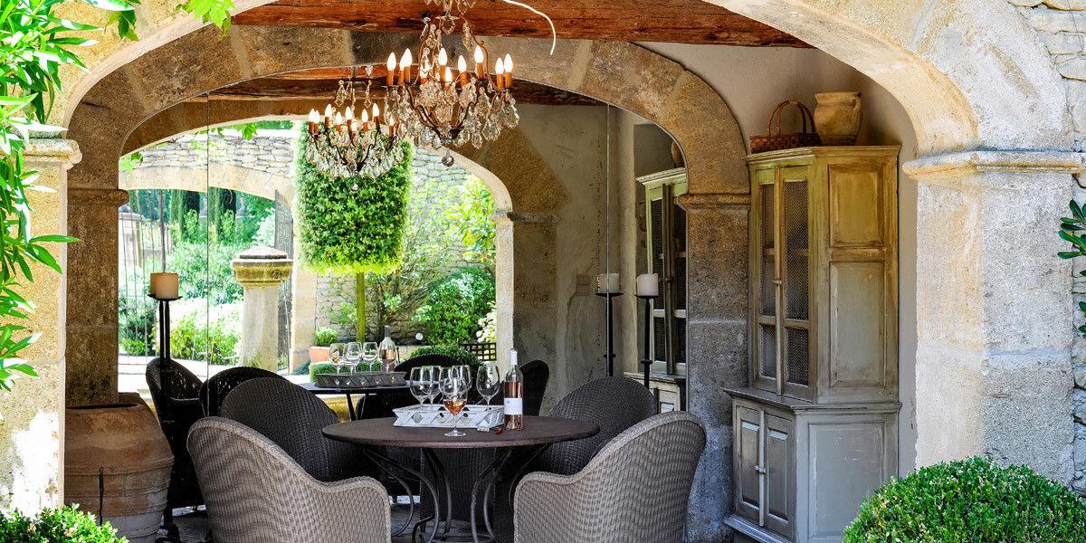 Прованский стиль особенно гармонично смотрится в загородных домах