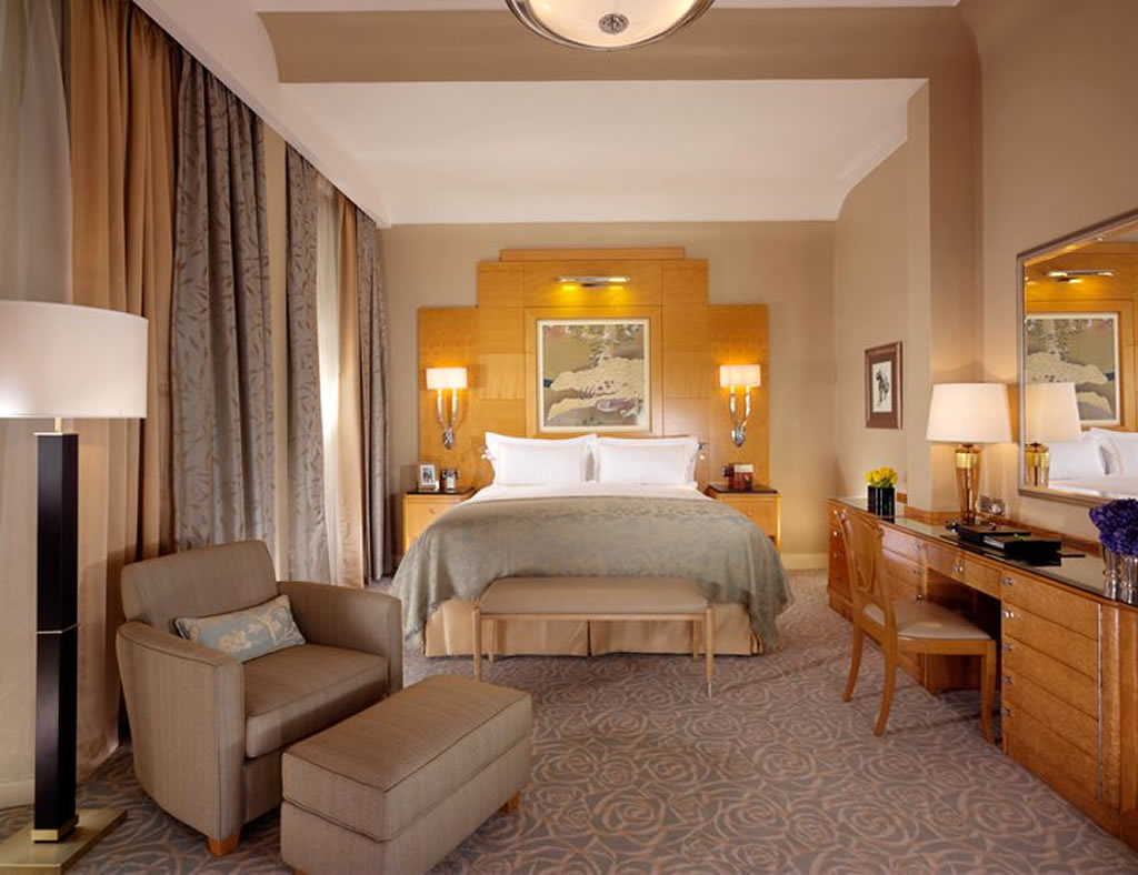 На пол в спальне арт-деко можно положить ковролин