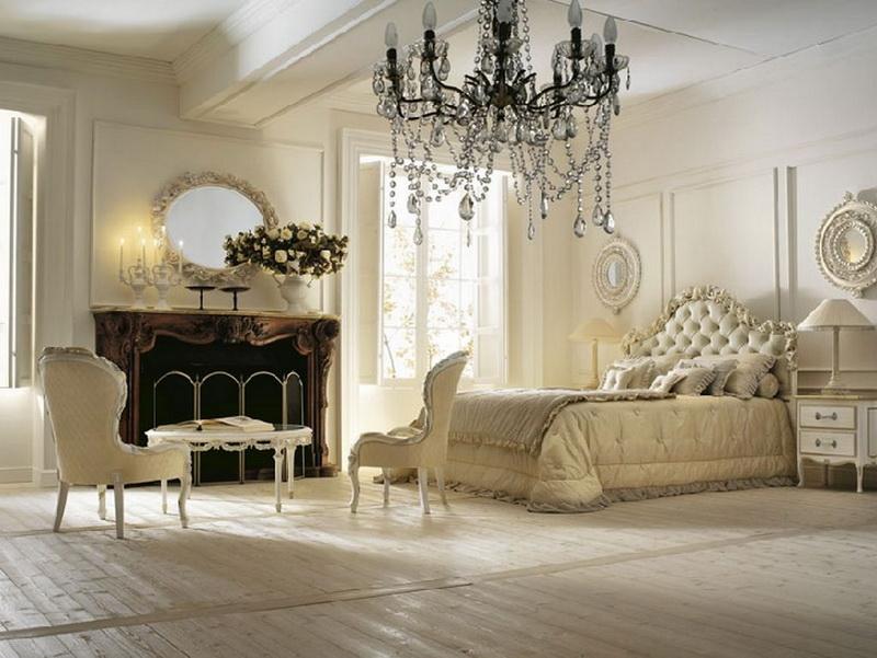 Спальню в стиле неоклассика обставляют роскошной мебелью, стараясь избежать помпезности