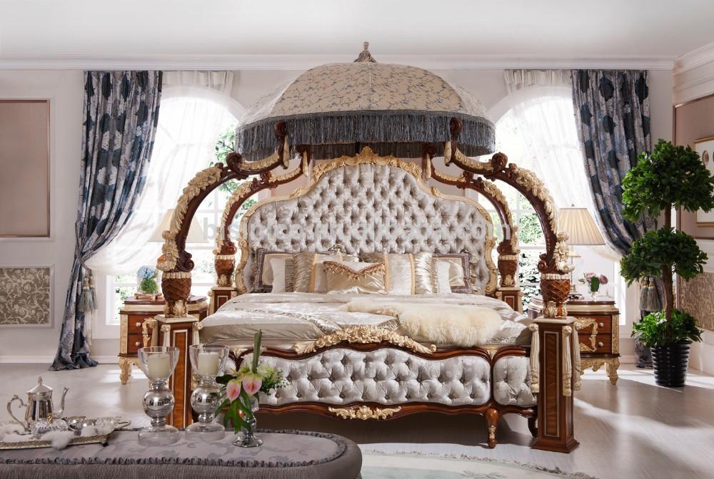 Кровать с шикарным балдахином
