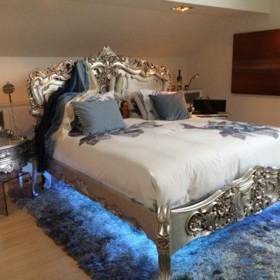 Кровать с подсветкой для спальни в стиле рококо
