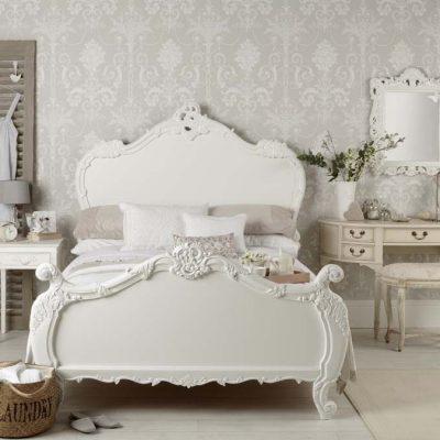 Уютная спальня в стиле рококо