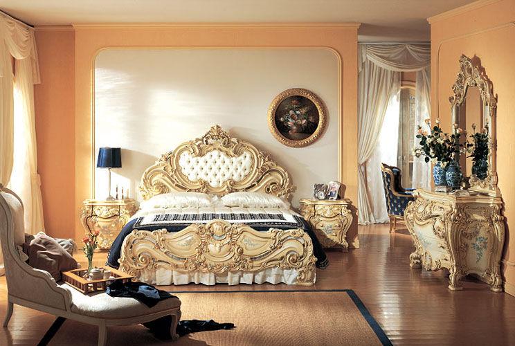 Спальня рококо богата на аксессуары