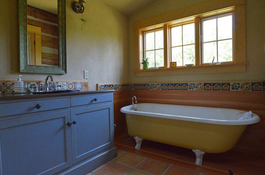 Простая ванная комната в средиземноморской стилистике