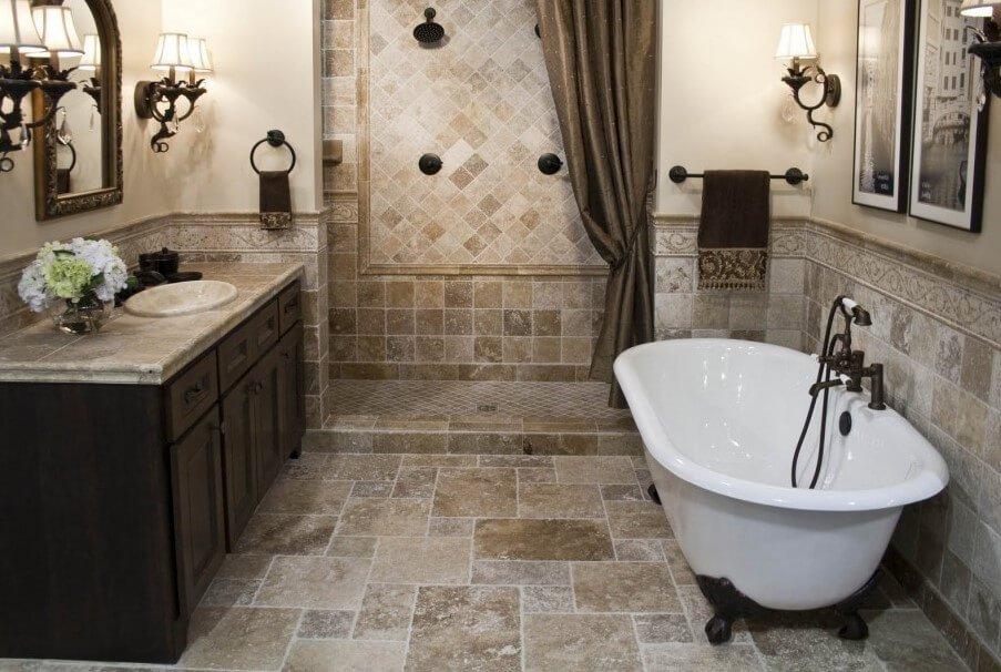Ванная с отделкой пола и стен натуральным камнем