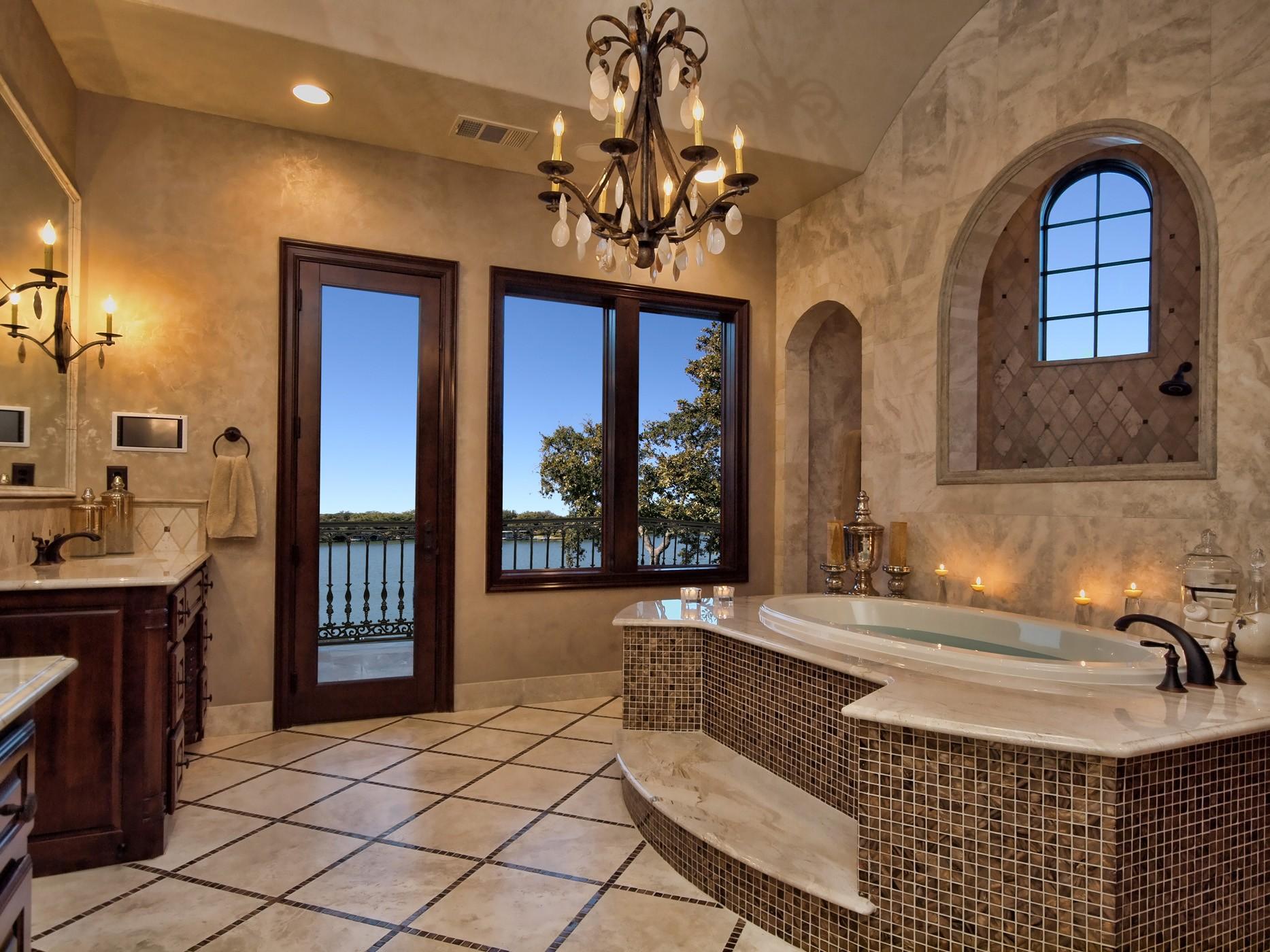 Ванная в средиземноморском стиле отлично сочетается со многими стилистиками
