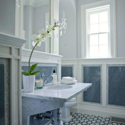 Голубая ванная в средиземноморском стиле