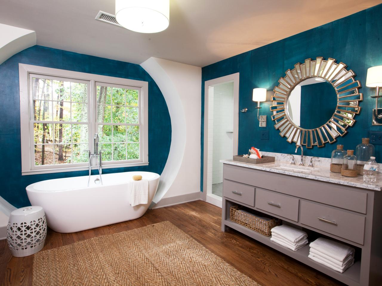 В ванной комнате можно положить ламинат, но он обязательно должен быть влагостойким