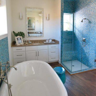 Уютная ванная в морском стиле