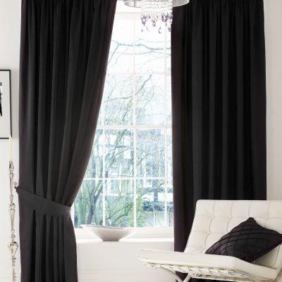 Черные люверсы для спальни