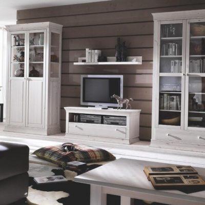 Белая классическая гостиная в стиле прованса