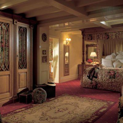 Интерьер гостиной комнаты в частном доме
