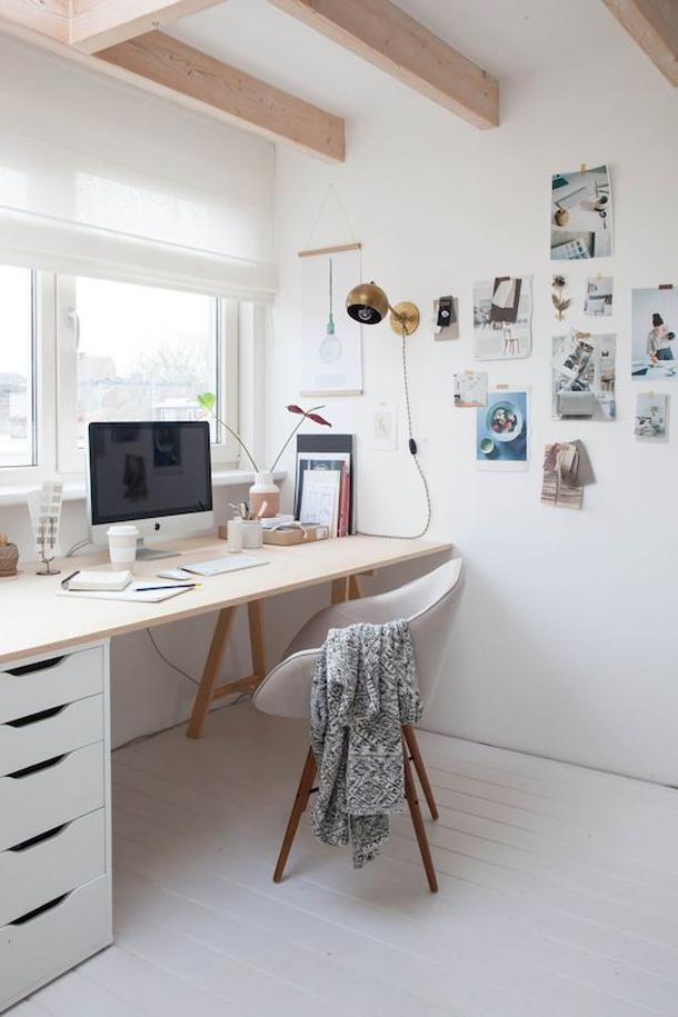 Яркий белый цвет кабинета