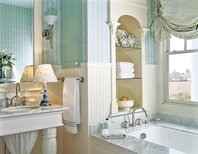Классическая ванная комната с голубыми нотками