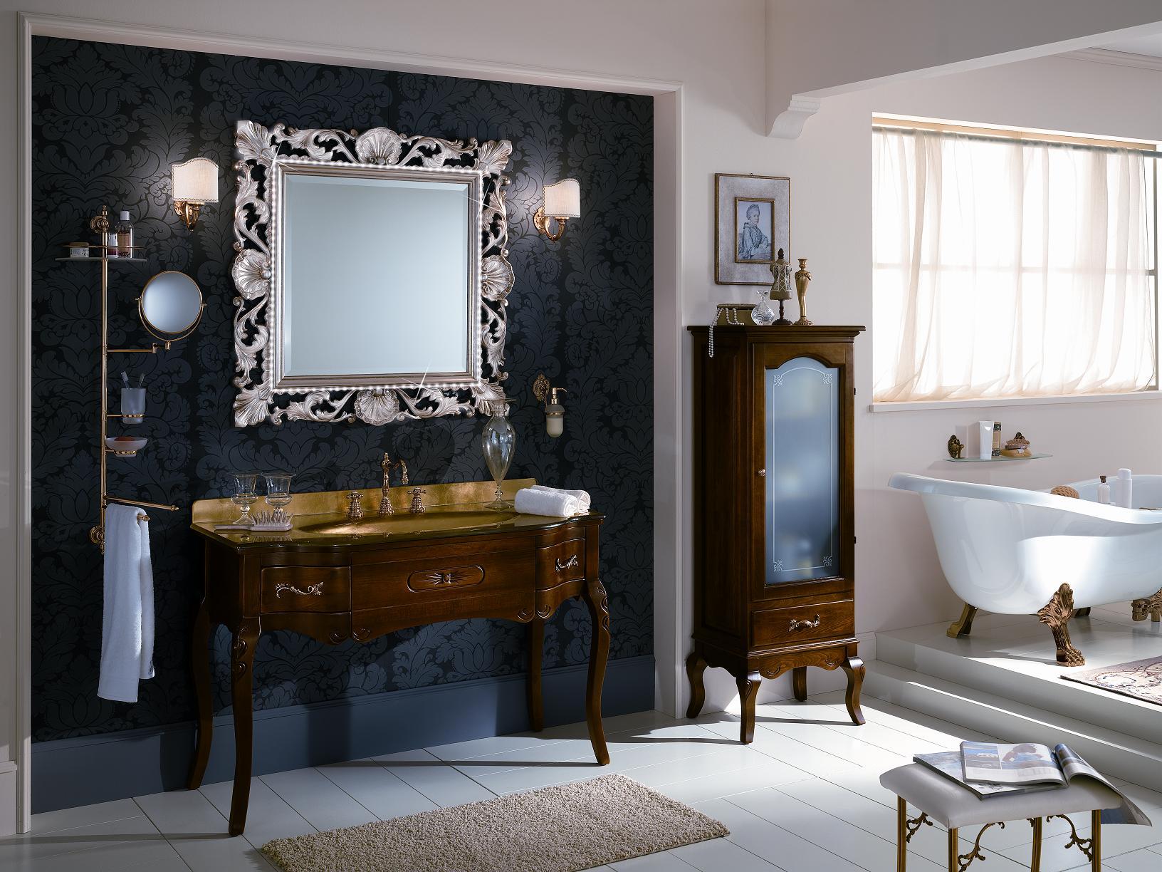 Красивый туалетный столик в ванной