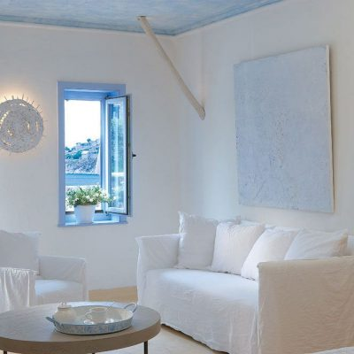 Светлая комната гостиной