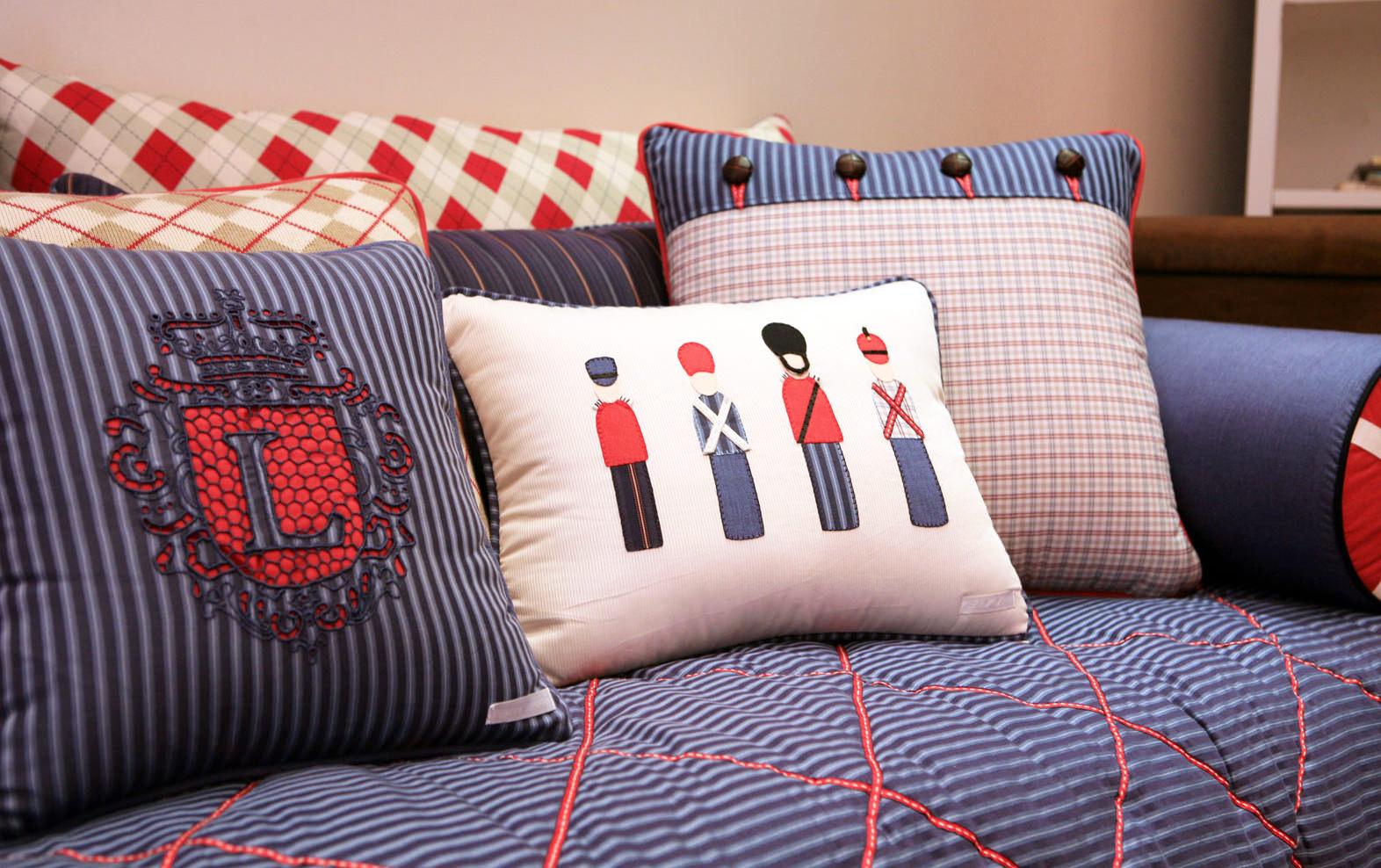 Подушки в детской комнате в английском стиле