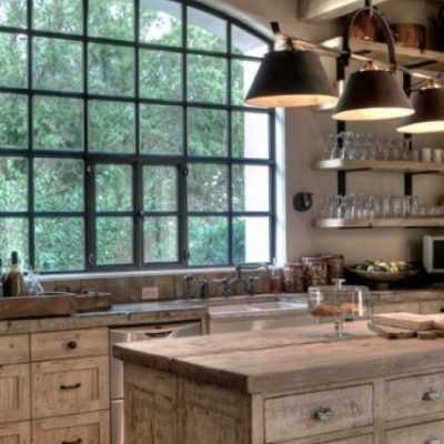 Окно в комнате кухни