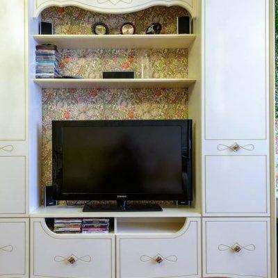Шкафы вокруг телевизора