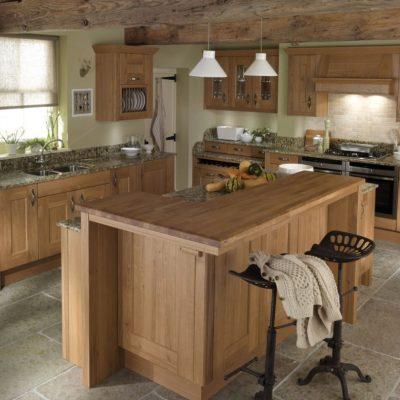 Светлое дерево на кухне в деревенском стиле
