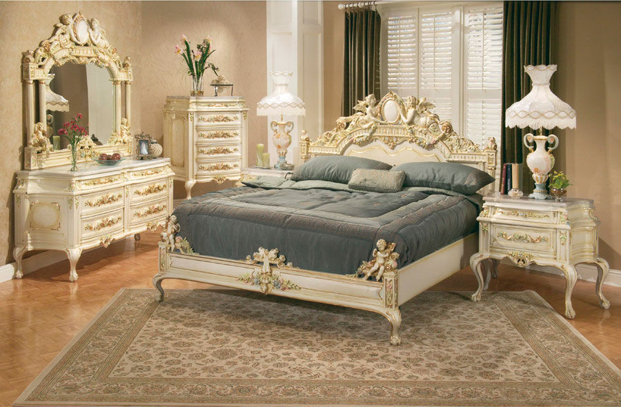 В интерьере стиля барокко преобладают кремовые и золотые оттенки