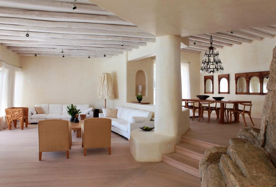 Средиземноморский стиль использует для декора интерьера природные насыщенные цвета - синий и лазурный, бирюзовый, оливковый, желтый и песочный