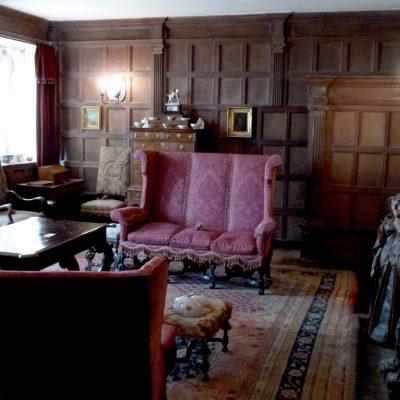 Винтажная комната в готическом стиле