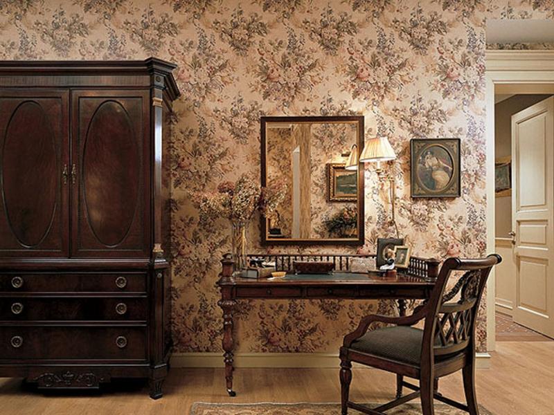 Обои в английском стиле с розами в кабинете
