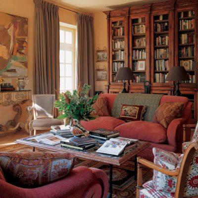 Гостиная-библиотека в стиле прованса