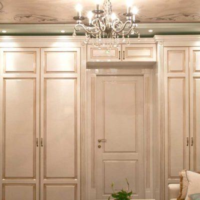 Гостиная на всю стену в комнате