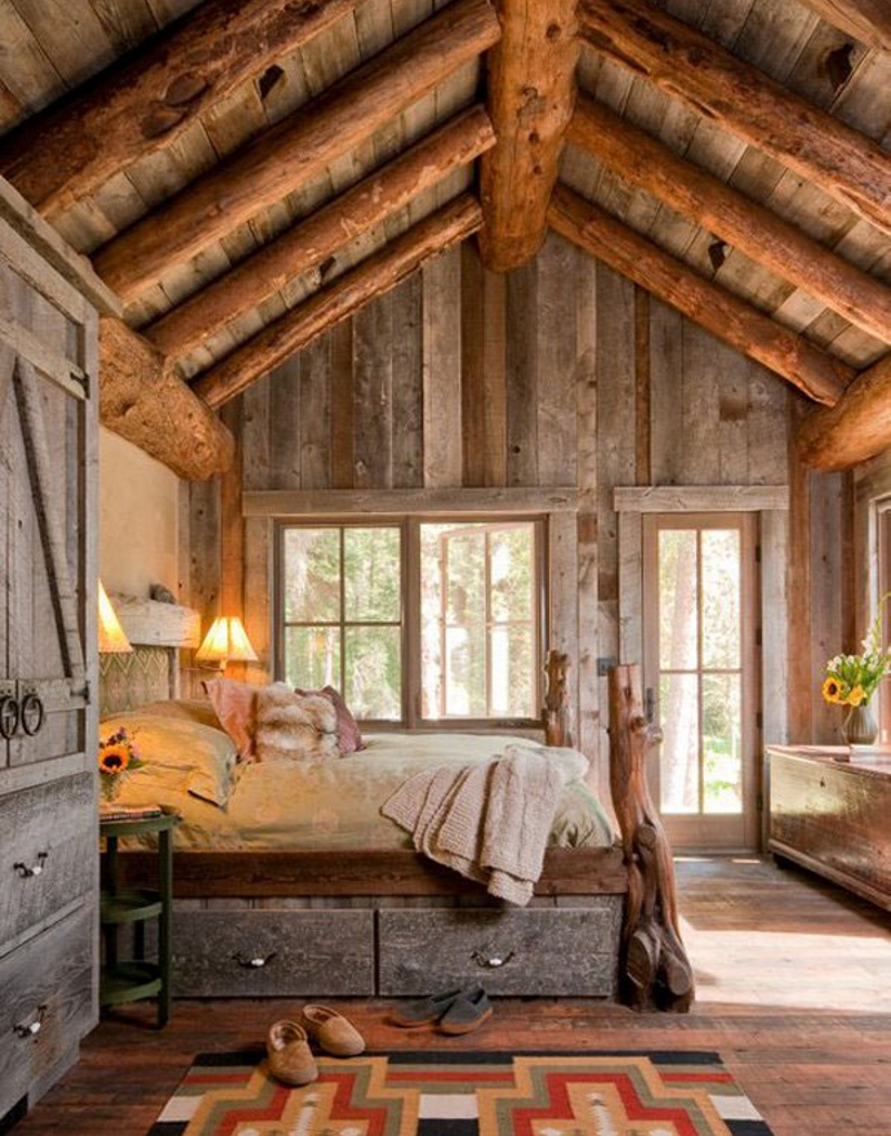 Расположение кровать в деревенской спальне