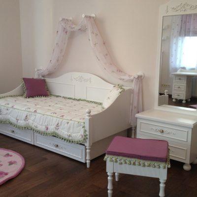 Кровать-диван в детской в стиле прованс
